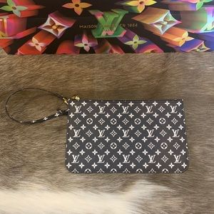 💯 Authentic Louis Vuitton Neverfull Pouch